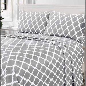 ✨SALE✨Full 4pc Light Grey Arabesque Bedsheets